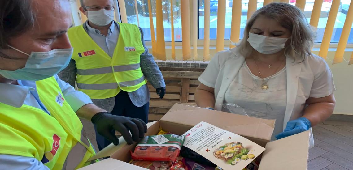 """700 de pachete pentru medicii și personalul medical de la Spitalul ,,Victor Babeș"""" din banii donați de elevi"""